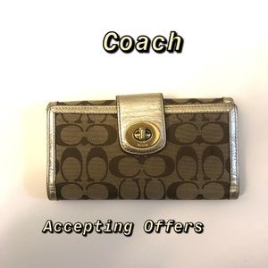Coach Wallet ✅Any Offer ✅